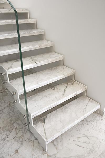 Scale in marmo moderne - Marmo per scale ...
